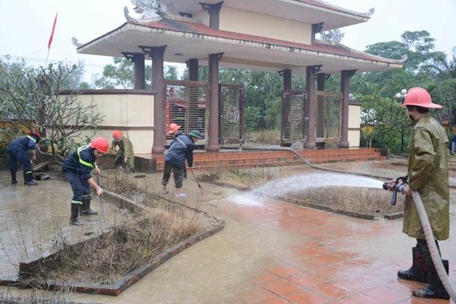 Tăng cường giúp dân làm sạch môi trường sau lũ1 - Ảnh minh hoạ 6