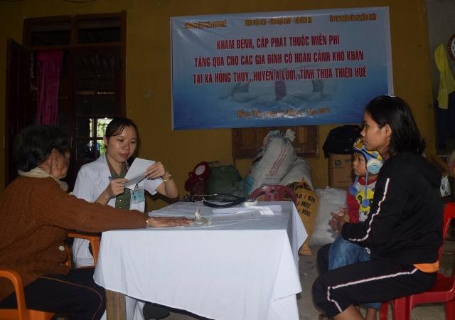 Bệnh viện 199 khám bệnh, cấp thuốc và tặng quà dân nghèo ở Huế - Ảnh minh hoạ 5