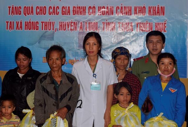 Bệnh viện 199 khám bệnh, cấp thuốc và tặng quà dân nghèo ở Huế - Ảnh minh hoạ 3