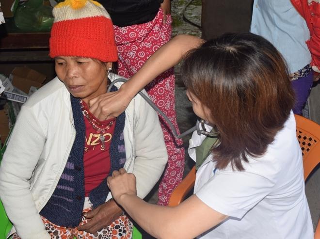 Bệnh viện 199 khám bệnh, cấp thuốc và tặng quà dân nghèo ở Huế - Ảnh minh hoạ 4