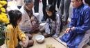 Du khách vào Hoàng cung Huế chơi trò chơi cung đình ngày Tết