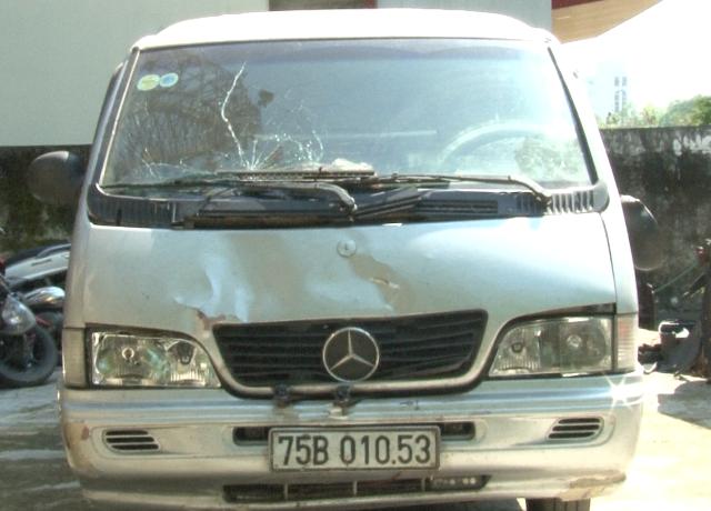 Ôtô BKS: 75B-010.53 do Lộc điều khiển gây tai nạn rồi bỏ trốn.