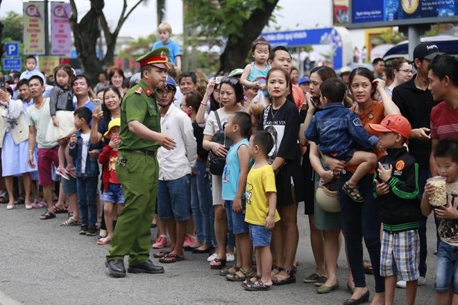 Công an tỉnh Thừa Thiên- Huế góp phần làm nên thành công Festival Huế 2018 - Ảnh minh hoạ 7