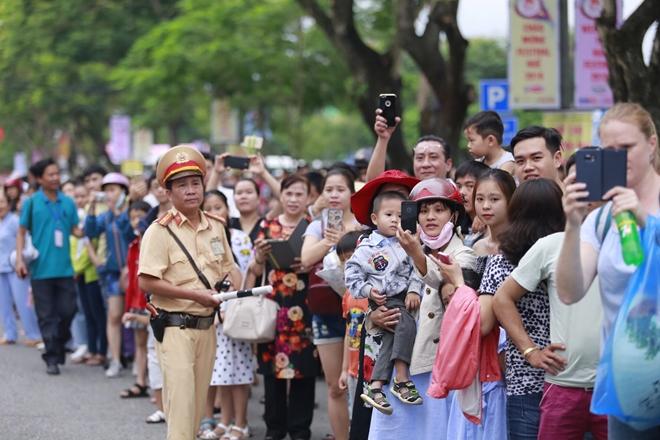 Công an tỉnh Thừa Thiên- Huế góp phần làm nên thành công Festival Huế 2018 - Ảnh minh hoạ 4