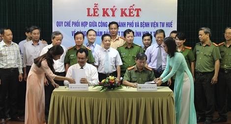 Công an TP Huế ký kết quy chế phối hợp đảm bảo ANTT trong lĩnh vực y tế
