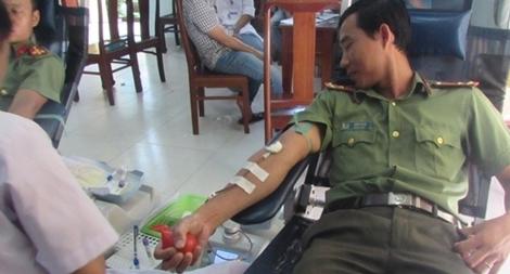 Nhiều CBCS Công an tỉnh Thừa Thiên - Huế tình nguyện hiến máu cứu người