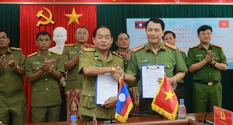 Công an tỉnh Thừa Thiên - Huế và Sở An ninh Salavan ký kết biên bản ghi nhớ hợp tác ANTT