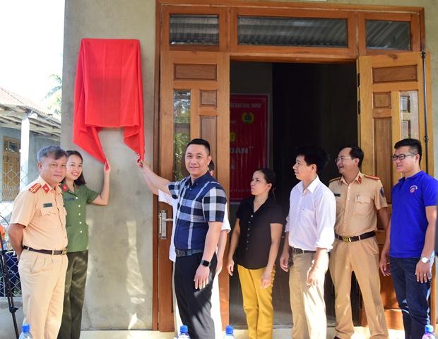 Công an tỉnh Thừa Thiên – Huế bàn giao nhiều nhà tình nghĩa
