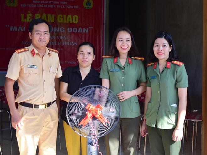 Công an tỉnh Thừa Thiên – Huế bàn giao nhiều nhà tình nghĩa - Ảnh minh hoạ 2
