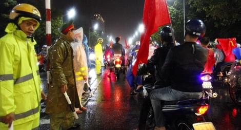 Trắng đêm đảm bảo ATGT sau chiến thắng của đội tuyển Việt Nam