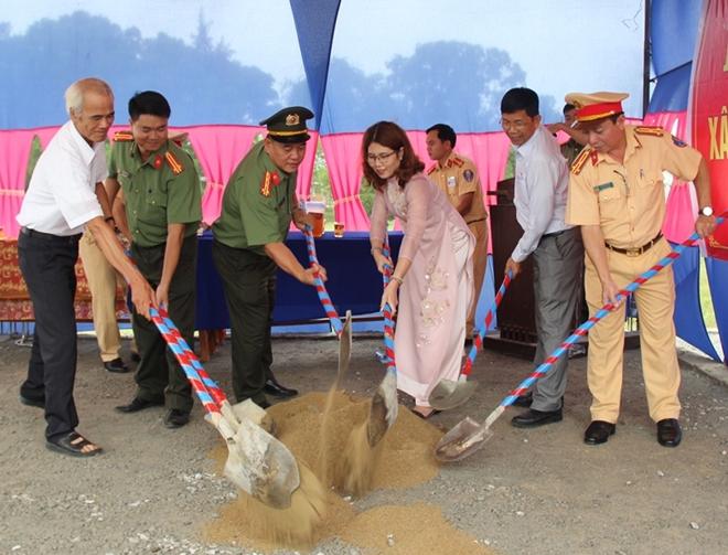 Công an Thừa Thiên – Huế khởi công xây nhà tình thương cho hộ nghèo - Ảnh minh hoạ 2