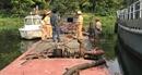 Bắt quả tang sà lan khai thác cát trái phép trên sông Hương