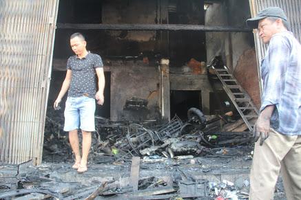 Trao tiền hỗ trợ gia đình có 3 người tử vong trong vụ cháy - Ảnh minh hoạ 2