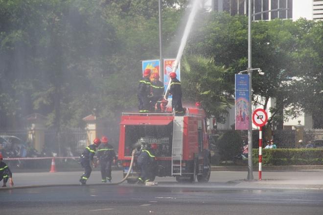 Hàng trăm CBCS tham gia diễn tập phương án chữa cháy và CNCH quy mô lớn - Ảnh minh hoạ 6