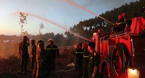 Cảnh sát PCCC cứu rừng giữa biển lửa