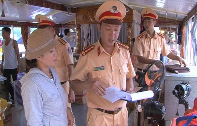 CSGT đường thủy đảm bảo an toàn lễ hội Điện Huệ Nam - Ảnh minh hoạ 4