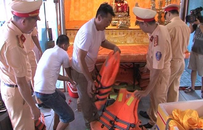CSGT đường thủy đảm bảo an toàn lễ hội Điện Huệ Nam - Ảnh minh hoạ 3