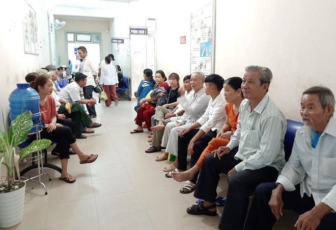 Bác sĩ BV Mắt ở Hà Nội vào Huế khám, phẫu thuật miễn phí cho bệnh nhân - Ảnh minh hoạ 2