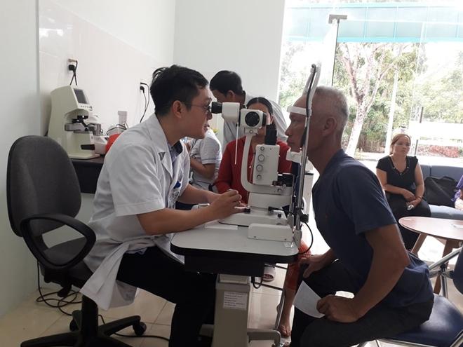 Bác sĩ BV Mắt ở Hà Nội vào Huế khám, phẫu thuật miễn phí cho bệnh nhân - Ảnh minh hoạ 4