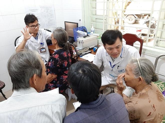 Bác sĩ BV Mắt ở Hà Nội vào Huế khám, phẫu thuật miễn phí cho bệnh nhân - Ảnh minh hoạ 7