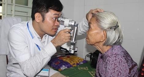 Hơn 1.500 bệnh nhân ở Huế được khám, điều trị miễn phí bệnh lý về mắt