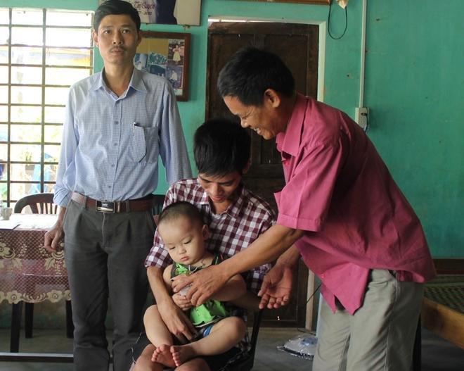Báo CAND trao 50 triệu đồng cho người cha cầm cự mạng sống chờ hiến thận cho con trai - Ảnh minh hoạ 2