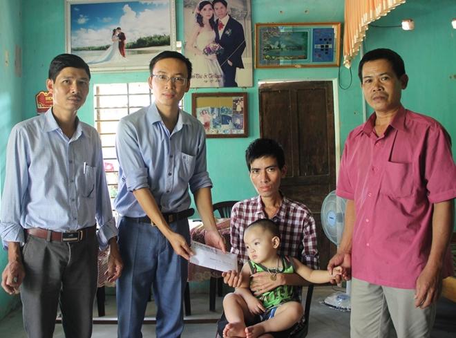Báo CAND trao 50 triệu đồng cho người cha cầm cự mạng sống chờ hiến thận cho con trai - Ảnh minh hoạ 3