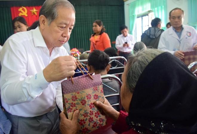 Khám bệnh, cấp phát thuốc miễn phí cho người dân vùng cao A Lưới - Ảnh minh hoạ 3