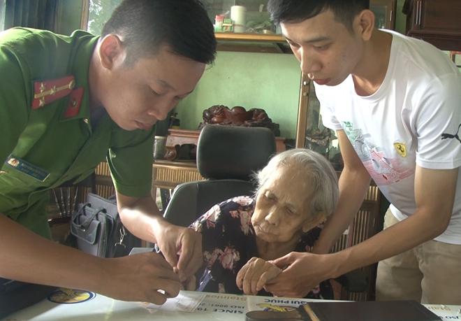 Đến tận nhà giúp người dân làm thủ tục cấp, đổi giấy CMND - Ảnh minh hoạ 3