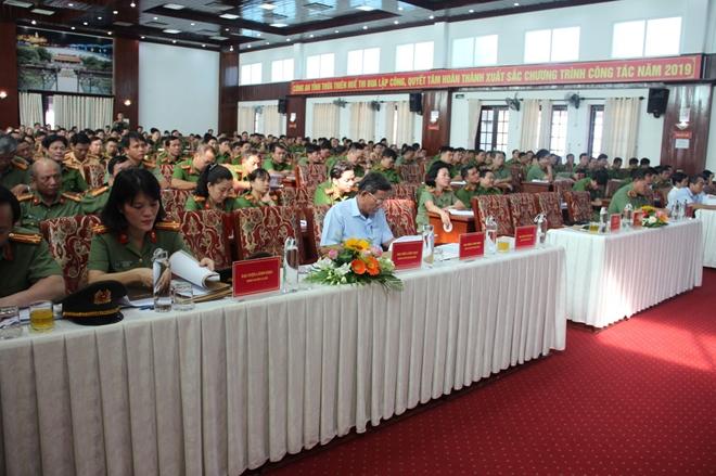 Công an tỉnh Thừa Thiên Huế: Khen thưởng nhiều cá nhân, tập thể xuất sắc - Ảnh minh hoạ 2