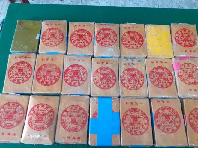 Thêm 21 bánh ma túy trôi dạt vào vùng biển Thừa Thiên Huế