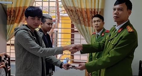 Chiến sĩ nghĩa vụ nhặt được tài sản trả lại cho người đánh rơi