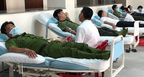 Hơn 200 đoàn viên, thanh niên Công an tình nguyện hiến máu cứu người