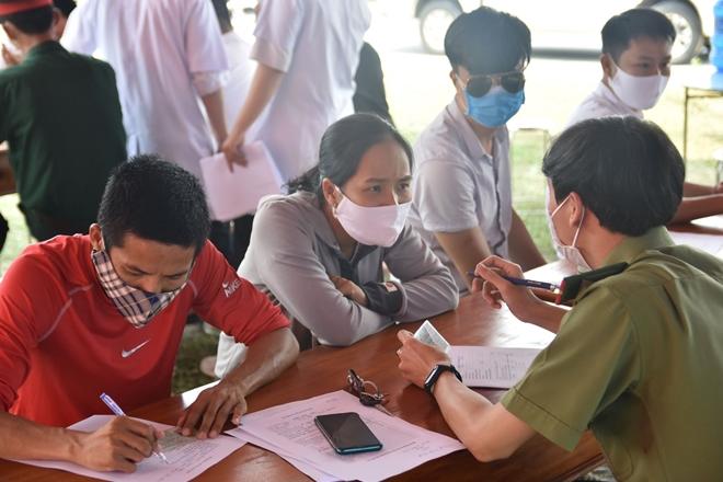Tận tình giúp người dân kiểm tra y tế - Ảnh minh hoạ 7