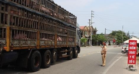 Công an Thừa Thiên Huế tăng cường chốt chặn, kiểm tra phương tiện ra vào tỉnh