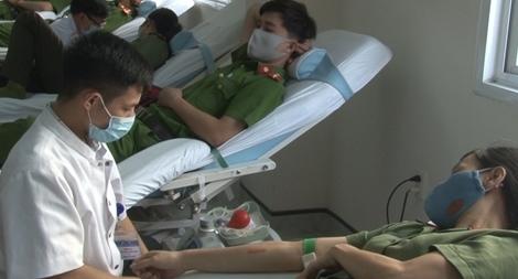 Hơn 200 CBCS Công an TP Huế hiến máu tình nguyện