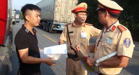 Công an các tỉnh ra quân tổng kiểm soát phương tiện đường bộ