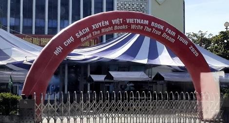 Bán sách lậu, hội chợ sách Xuyên Việt tại Huế buộc đóng cửa sau khai mạc