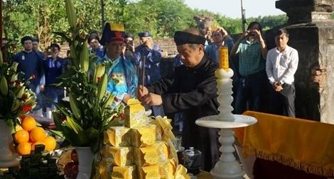 Lễ tri ân chúa Nguyễn Phúc Khoát, người có công định chế áo dài Việt Nam