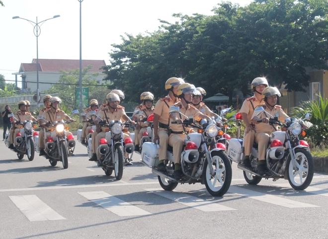 CSGT Công an tỉnh Thừa Thiên Huế mở đợt cao điểm đảm bảo ATGT - Ảnh minh hoạ 4