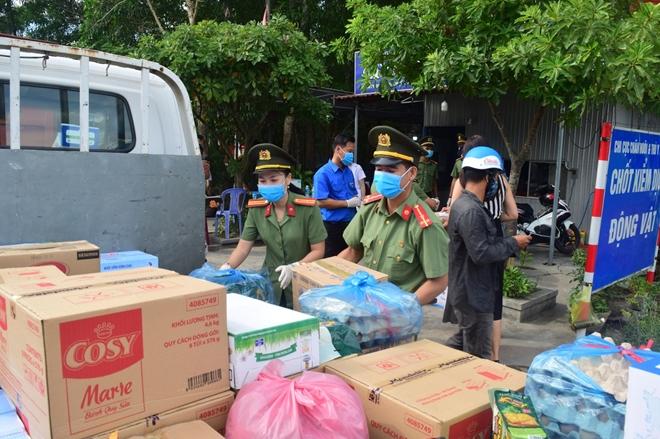 Công an tỉnh Thừa Thiên Huế góp sức hỗ trợ CBCS tuyến đầu chống dịch - Ảnh minh hoạ 2