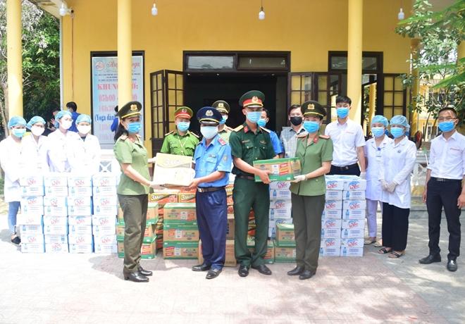 Công an tỉnh Thừa Thiên Huế góp sức hỗ trợ CBCS tuyến đầu chống dịch - Ảnh minh hoạ 4
