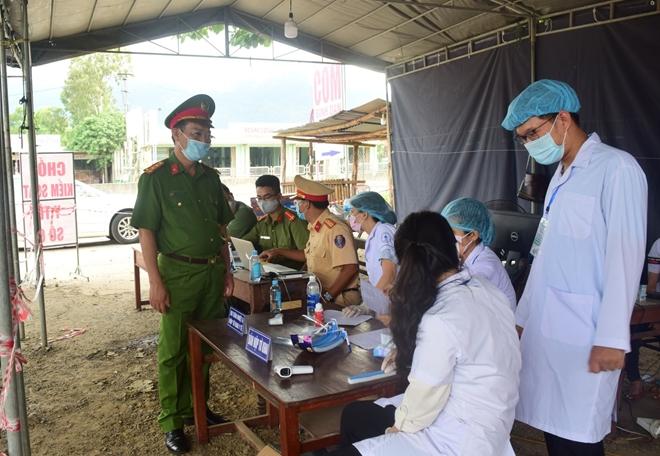 Công an tỉnh Thừa Thiên Huế góp sức hỗ trợ CBCS tuyến đầu chống dịch - Ảnh minh hoạ 5
