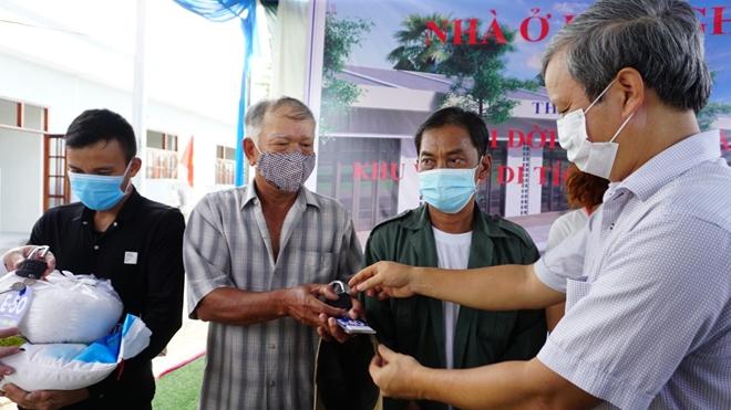 Người dân Thượng Thành xúc động khi được trao chìa khóa nhà mới - Ảnh minh hoạ 2