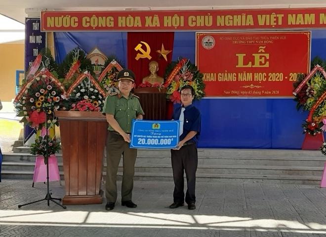 Thứ trưởng Lê Quốc Hùng tặng xe đạp cho học sinh miền núi Thừa Thiên Huế - Ảnh minh hoạ 5