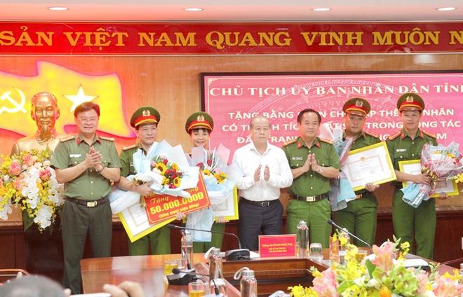 Khen thưởng ban chuyên án đánh sập đường dây ma túy lớn ở Huế