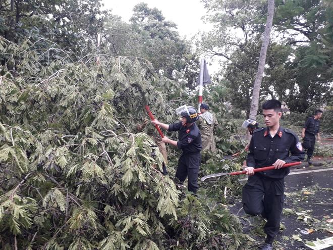 Công an Thừa Thiên Huế khắc phục hậu quả sau bão số 5 - Ảnh minh hoạ 12