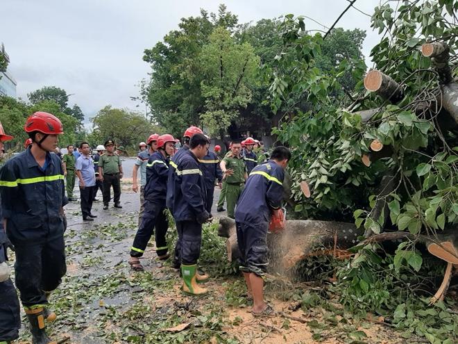 Công an Thừa Thiên Huế khắc phục hậu quả sau bão số 5 - Ảnh minh hoạ 9