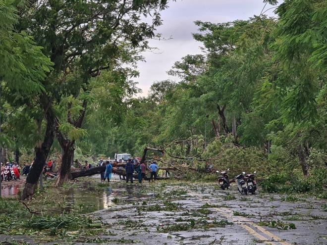Công an Thừa Thiên Huế khắc phục hậu quả sau bão số 5 - Ảnh minh hoạ 6