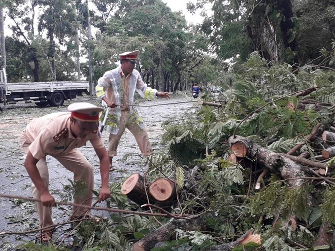 Công an Thừa Thiên Huế khắc phục hậu quả sau bão số 5 - Ảnh minh hoạ 8